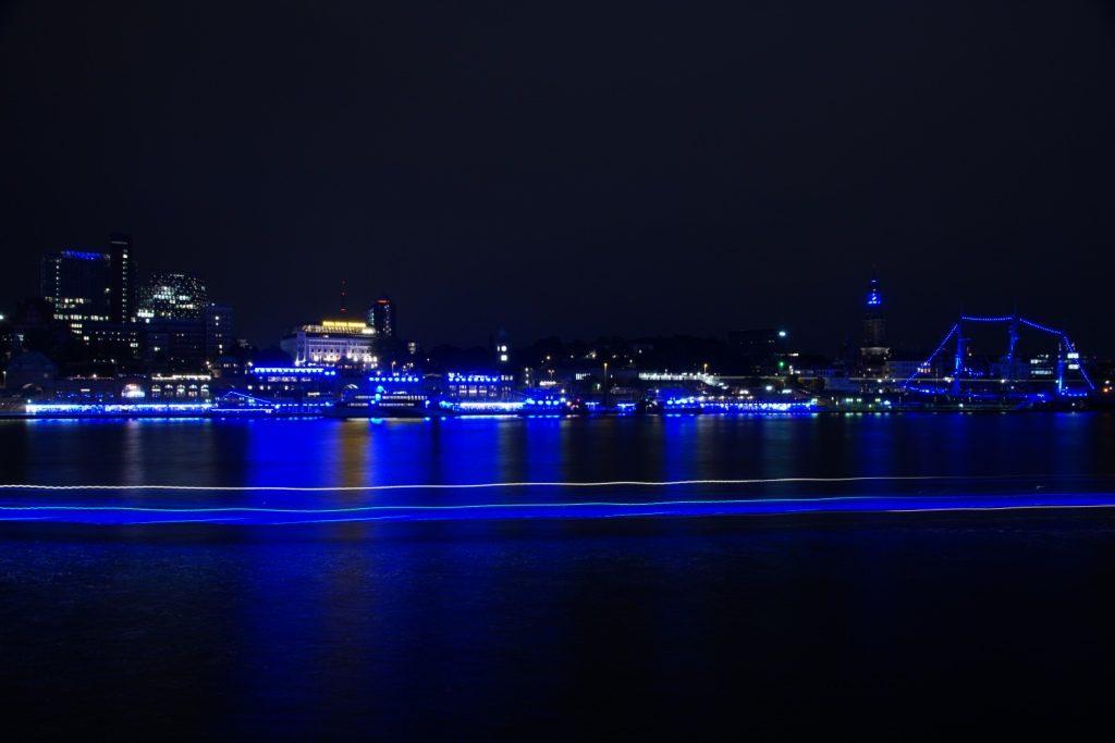 Blick auf Elbe mit Blue Port