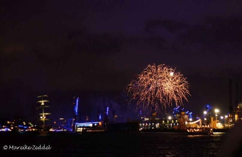 Feuerwerk über dem Blue Port Hamburg
