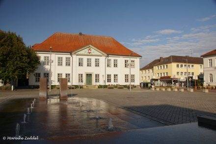 Blick auf Marktplatz Ratzeburg mit Altem Kreishaus