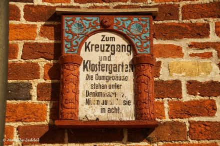 Schild zum Kreuzgang Ratzeburger Dom