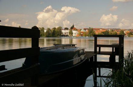 Blick über Bootssteg über Kleinen Küchensee in Ratzeburg