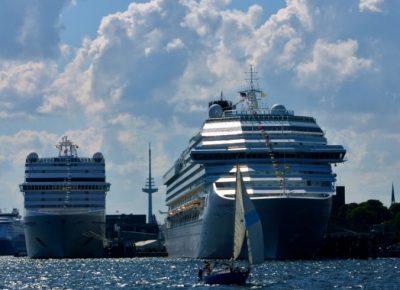Kreuzfahrtschiffe im Sommer in Kiel