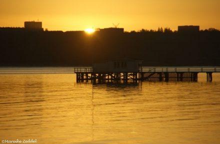 Sonne geht auf über der Kieler Förde
